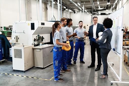 istockphoto-factory meeting